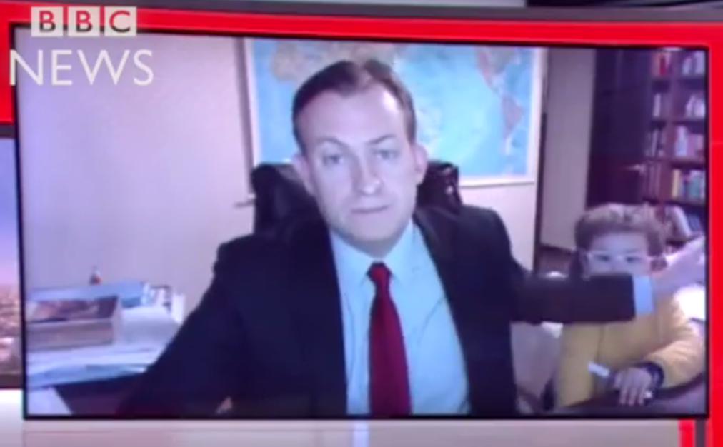 Intervista BBC interrotta dai figli